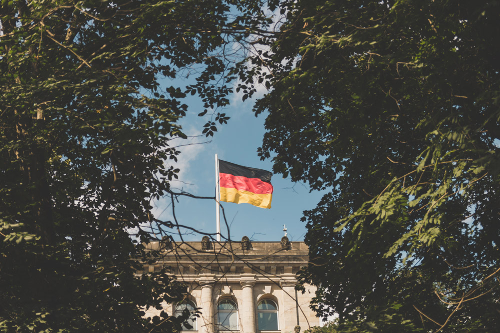 Mesmo com as restrições de viagens impostas pela pandemia de covid-19, é possível iniciar o processo de solicitação de cidadania estrangeira no Brasil. Se você é descendente de alemães e está interessado em solicitar a cidadania alemã, fique atento às informações a seguir.
