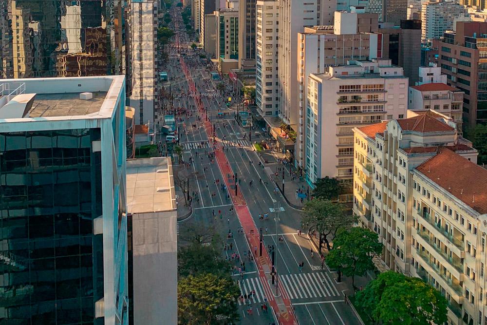 Desde o início do ano passado, a Traduzca está fisicamente presente na maior cidade brasileira. A unidade São Paulo da Traduzca abriu as portas em fevereiro de 2020 na avenida Paulista, um dos endereços mais conhecidos da cidade. Com mais de 20 anos de história no mercado de tradução, este é um importante passo rumo à consolidação da marca no centro do país.